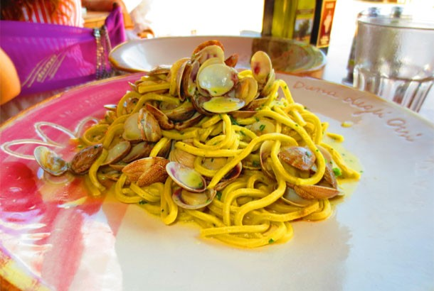 Pasta with Clams (Spaghetti Alle Vongole)