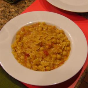 Pasta and Garbanzo Beans Alla Toscana