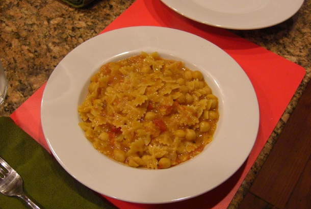 Pasta and Garbanzo Beans Alla Toscana