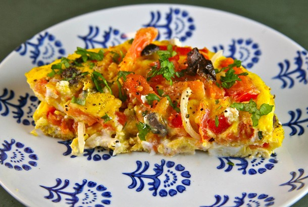 Mediterranean Diet Recipe - Eggs with Tomatoes, Olives and Feta