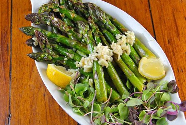 Lemony Asparagus With Garlic