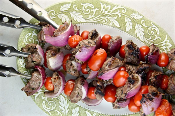 Mediterranean Diet Recipes: Lamb, Tomato and Onion Skewers