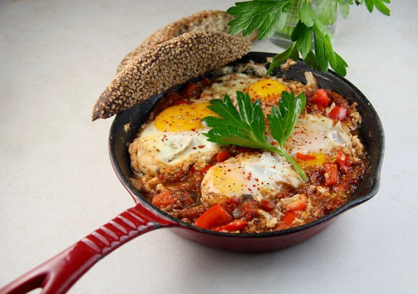 Mediterranean Diet Recipes: Shakshuka (Eggs Baked in Tomatoes)