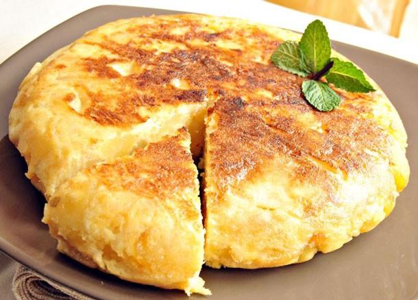 Mediterranean Diet Recipes: Tortilla Española (Potato and Egg Omelet from Spain)