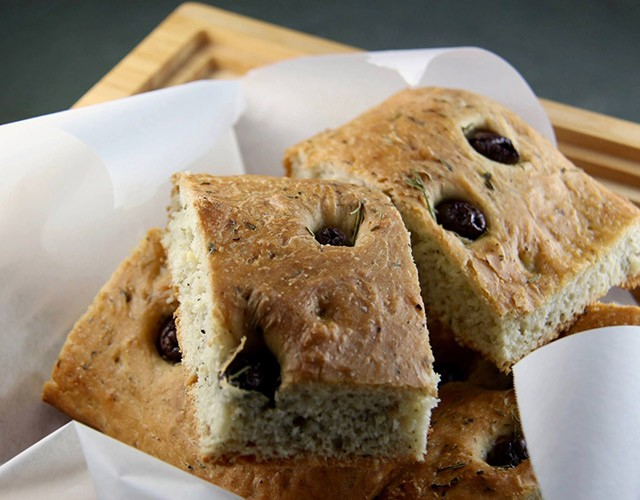 Mediterranean Diet Recipes: Focaccia with Olives and Rosemary