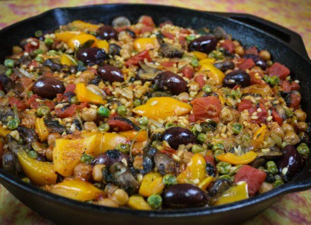 Kalamata and Chickpea Paella (Paella de verduras-mediterranean Vegan)