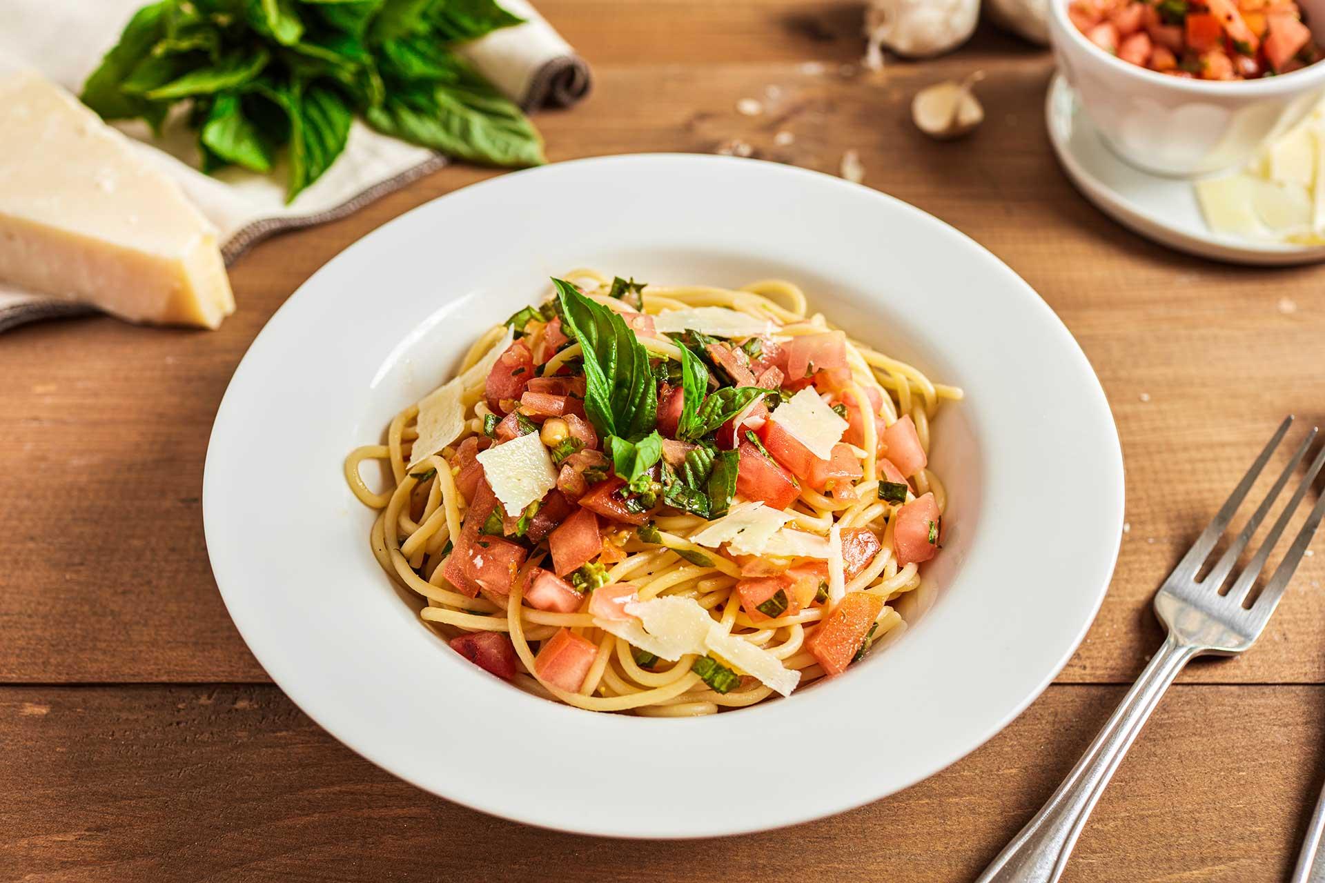 Tomato Basil Pasta Sauce - Spaghetti alla Portofino (Italy)